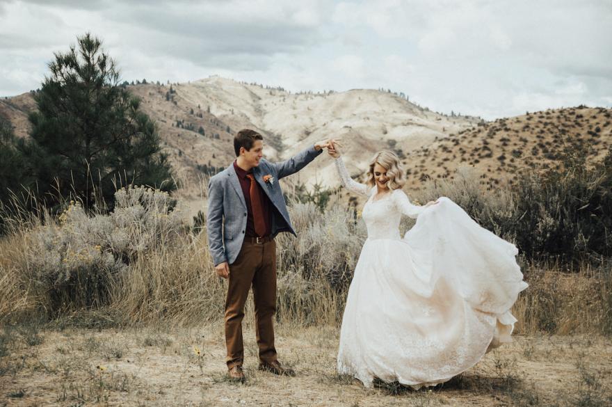 По словам фотографа Кортни Петерсон, невеста в бабушкином платье выглядела как принцесса, а его диза