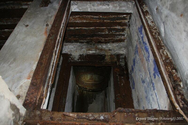 Закрытый люк в правый бронеколпак