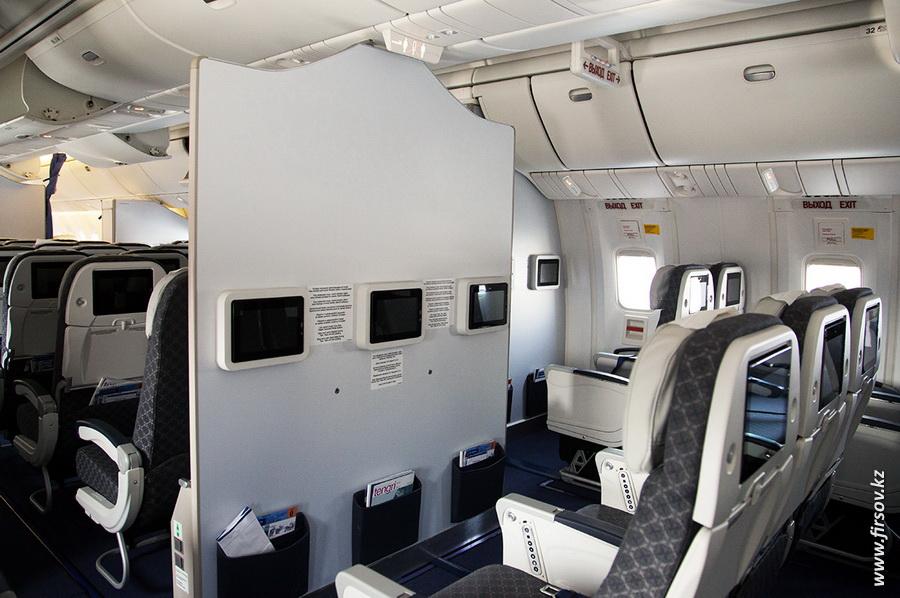 Boeing-767_Air_Astana12.JPG