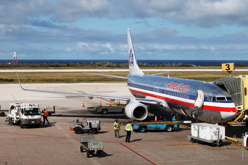 B-737_N871NN_Amercian_Airlines_1_CUR_resize.jpg