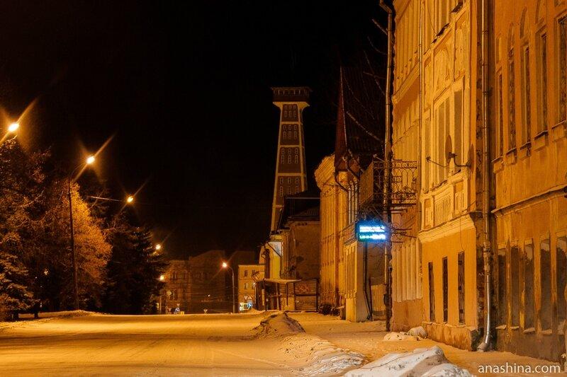 Бульварная улица и пожарная каланча вечером, Рыбинск