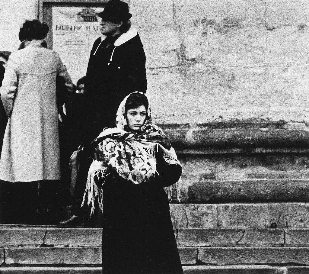 Женщина в шали. 1979 год.jpg