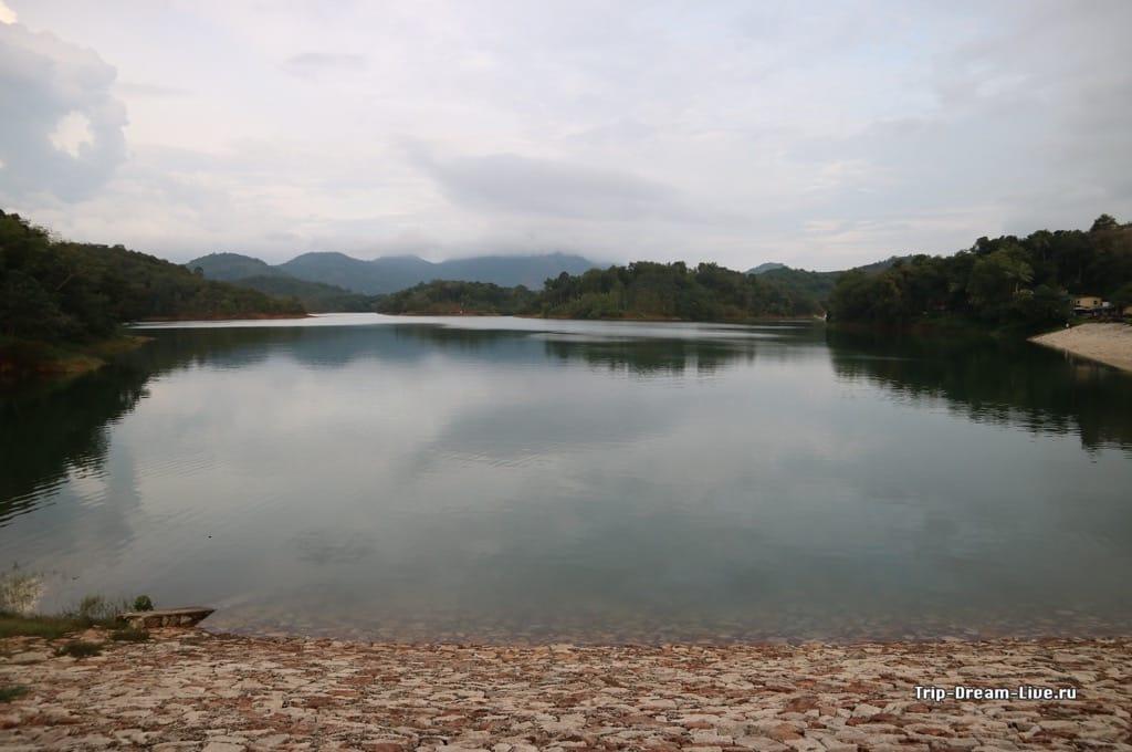 Озеро рядом с ашрамом