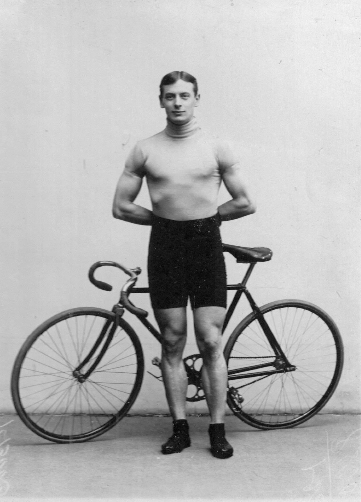 Велогонщик, чемпион России Крульников