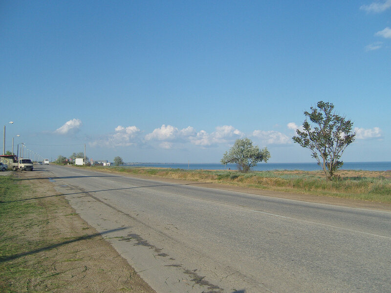 ...а через 2 часа все почти высохло, крутим по шоссе к Феодосии