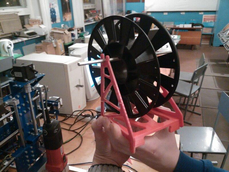 Рраптор режет красный акрил-15.jpg