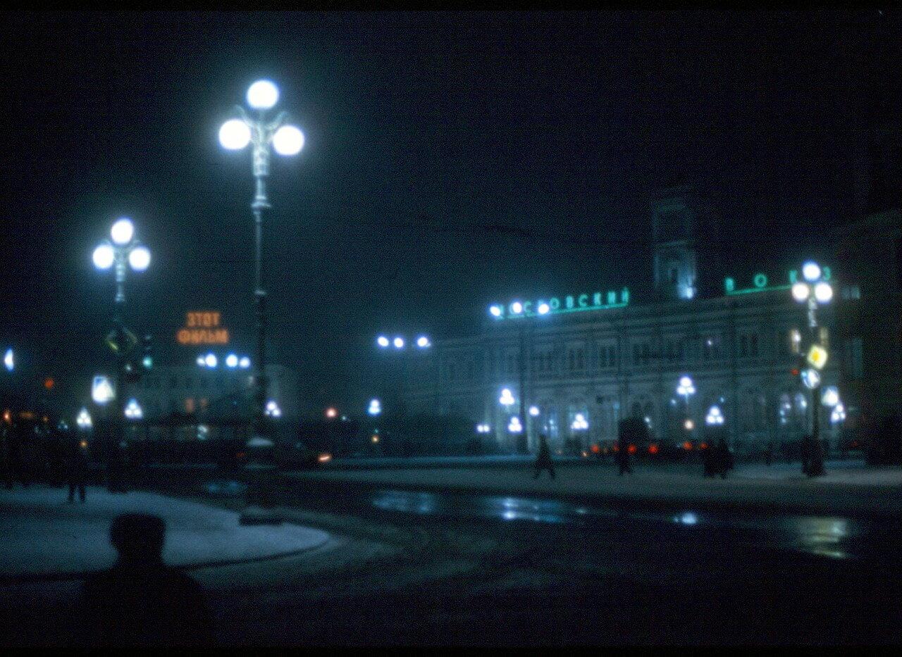 Ночью возле метро Площадь Восстания