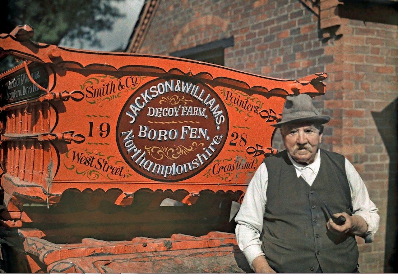 Портрет фермера рядом с его повозкой в Кроуленде, Линкольншир