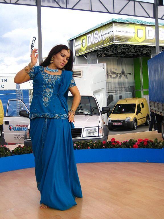 Московский Автомобильный Салон 2006 - Индийский танец