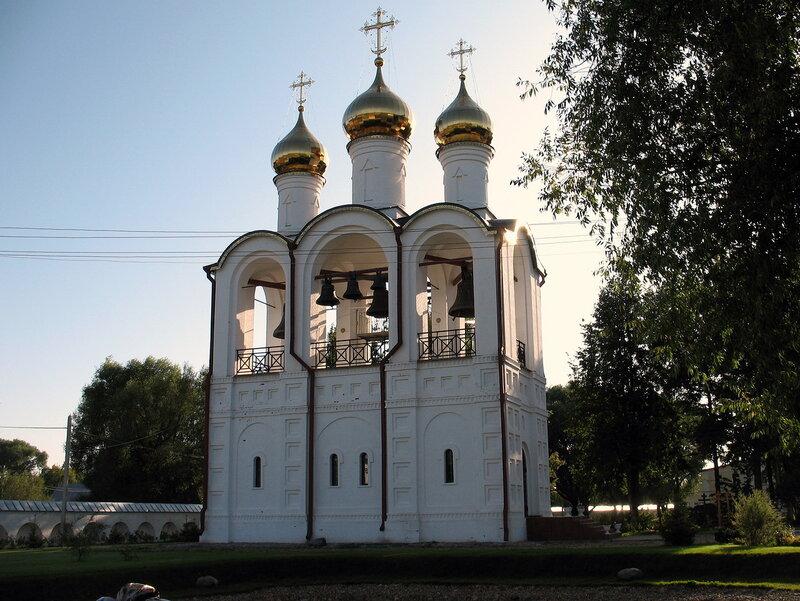 Заказ минивэна такси по Золотому Кольцу России