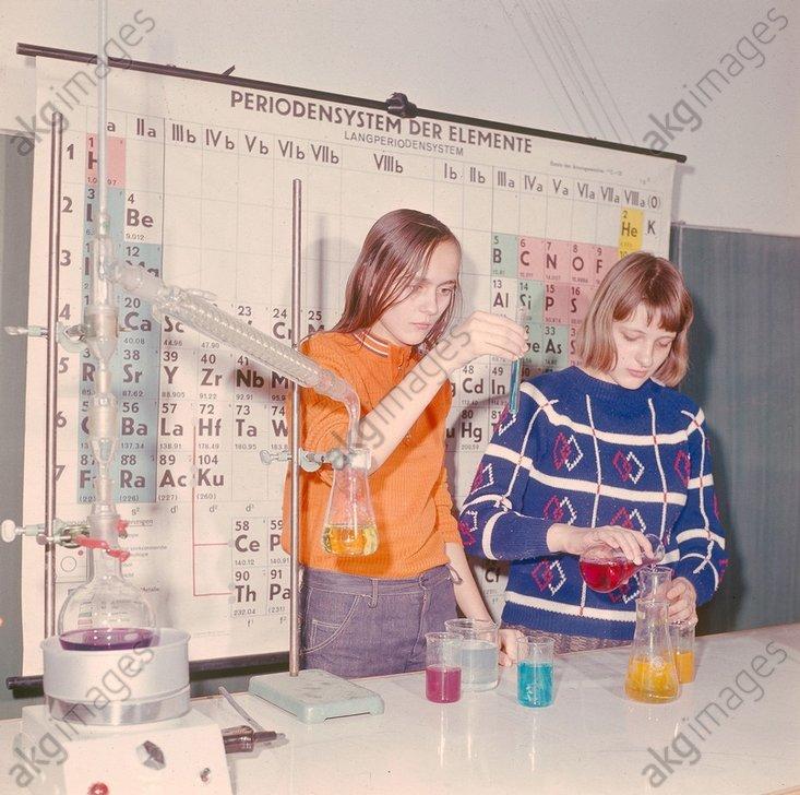 Chemieunterricht/Experimentieren/Foto - -