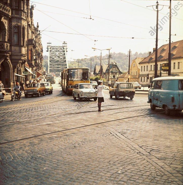 Dresden/Schillerplatz/Verkehrsszene/Foto - -