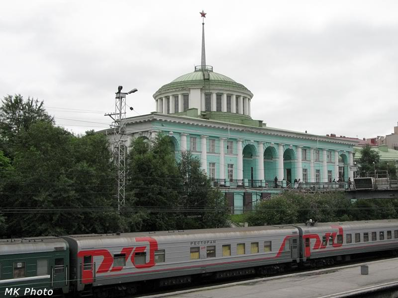Ж/д вокзал Мурманска со стороны путей