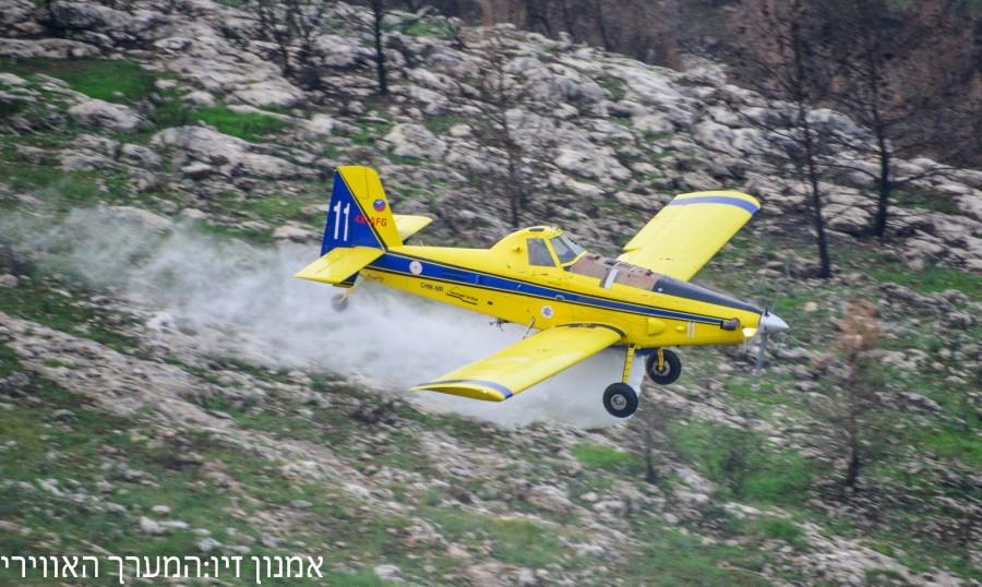 Украинский самолет сбросил нагорящие леса Черногории 240 тонн воды