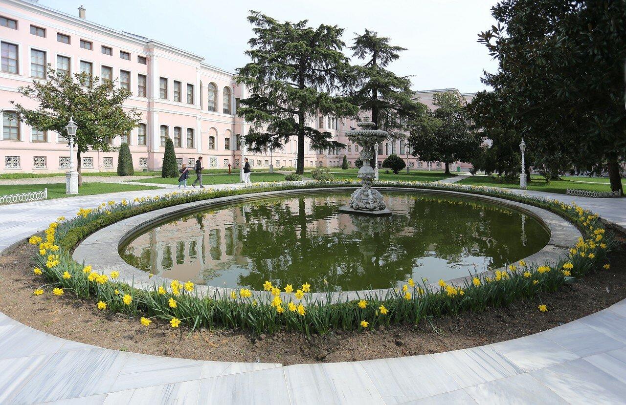 Стамбул, Дворец Долмабахче. Сад Гарема (Harem Bahçesi)