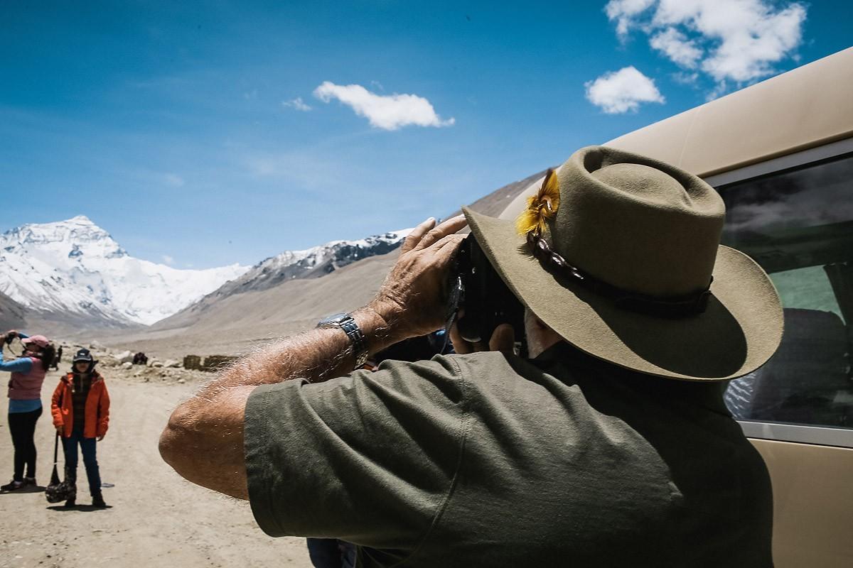23. Только что прибывшие туристы из Австралии, очарованные местной красотой, пошли осматриваться пря