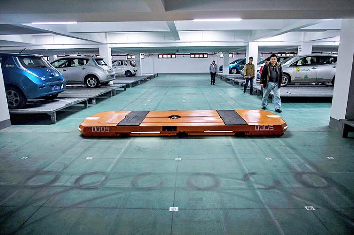 Скоро роботы будут парковать машины. Компания Hikvision уже не раз удивляла своими невероятными твор