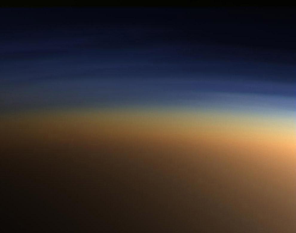 10. 30 июня 2004 г. исследовательский аппарат Кассини успешно пролетел через кольца Сатурна меж