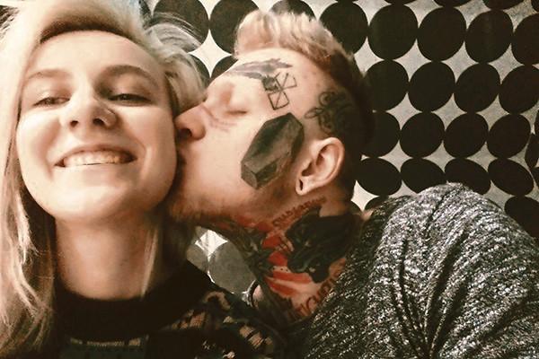 А недавно Денис представил матери свою новую избранницу: после расставания с татуировщицей Ритой у м