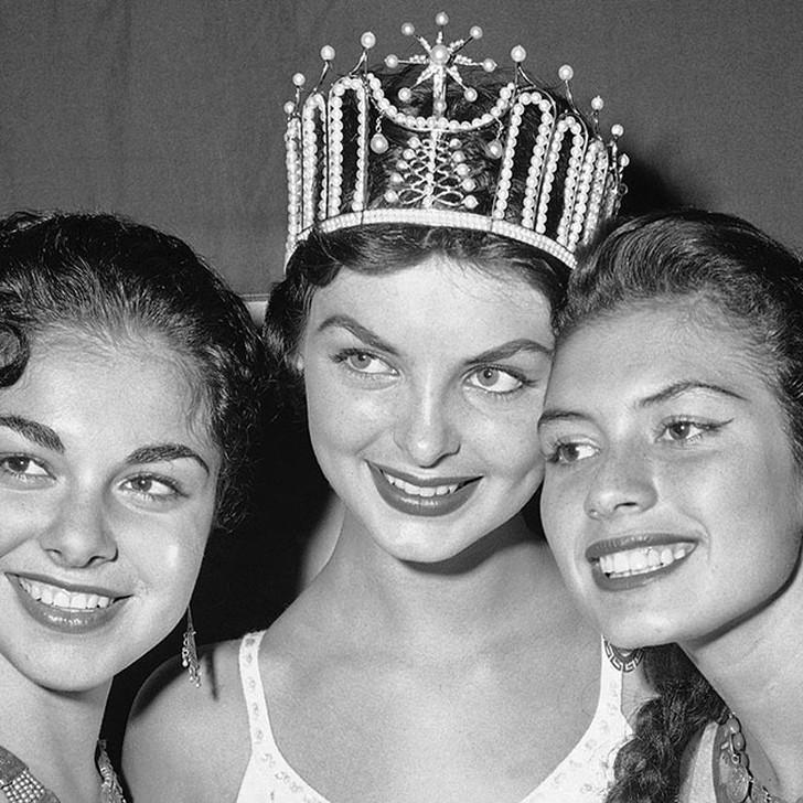 Гладис Сендер, Перу. «Мисс Вселенная — 1957». 19 лет, рост 170 см, параметры фигуры 91,5?60?91,5