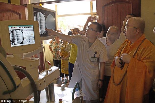 Согласно историческим записям, мастер Цы Сянь был из Индии. Он отправился в империю Хитан в северо-в