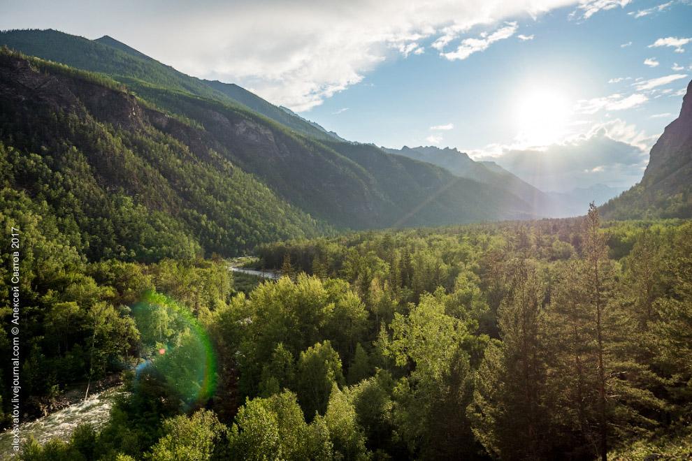 9. В долине реки Алла насчитывается более пятидесяти горячих источников.