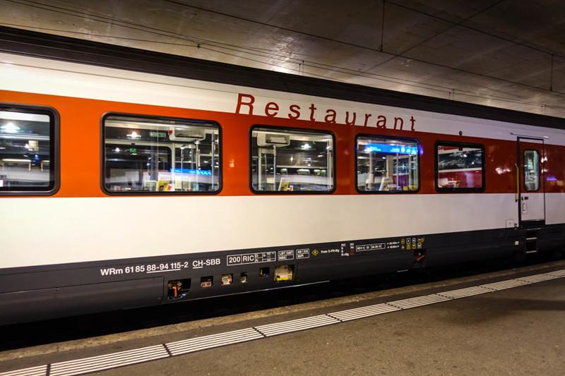 Ну и какой уважающий себя европейский поезд может обойтись без вагона-ресторана?