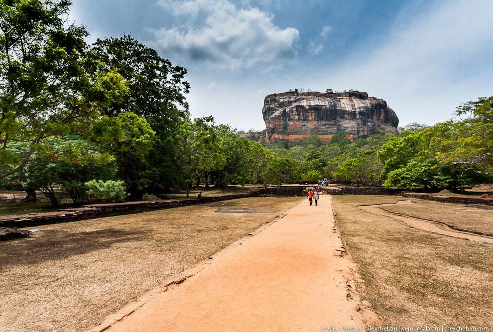 P.S. А Шри-Ланка прекрасна! Я практически не встречал там навязчивости и попрошаек, там приятны