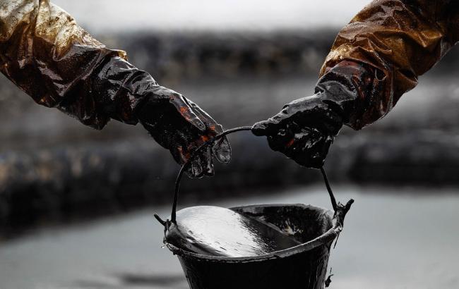 Нефть растет вцене нафоне понижения запасов вСША