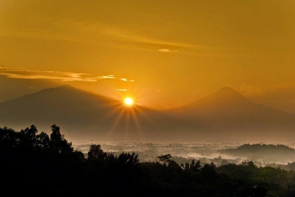 Рассвет на холме Setumbu