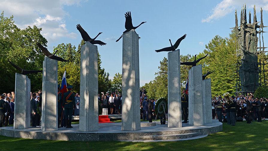 pic2. Памятник российским и советским воинам, погибшим на территории Словении в годы Первой и Второй мировых войн