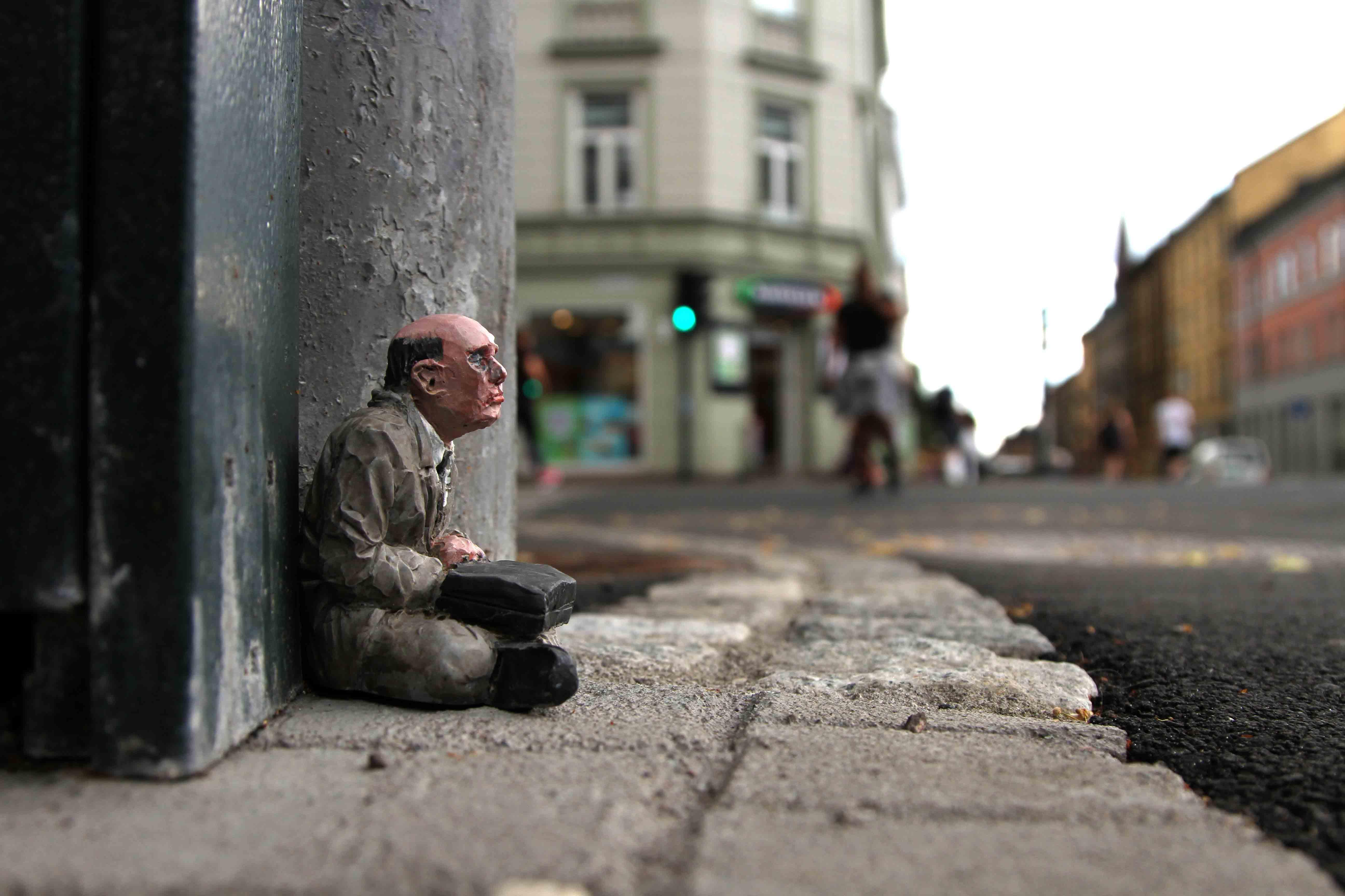 Streets: Isaac Cordal \/\/ Nuart RAD (Norway)