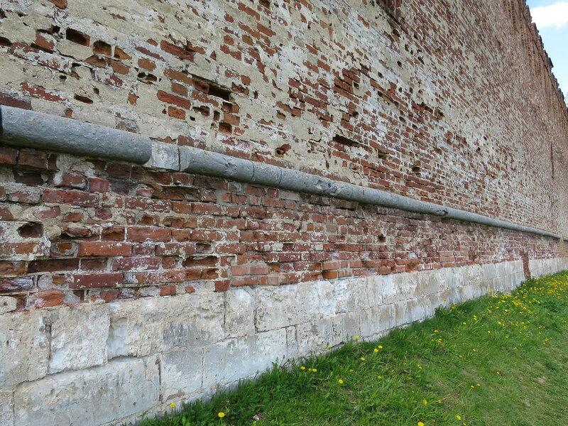 Нижняя часть крепостной стены