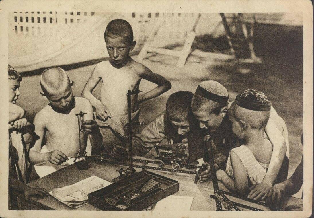 Москва. Парк культуры и отдыха. Детский Техническая станция 31.jpg