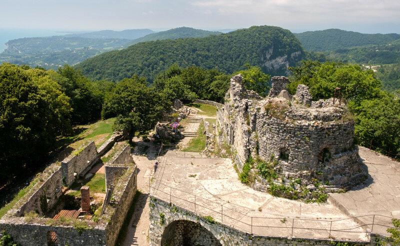 Крепость на вершине Иверской горы, Абхазия, лето 2017