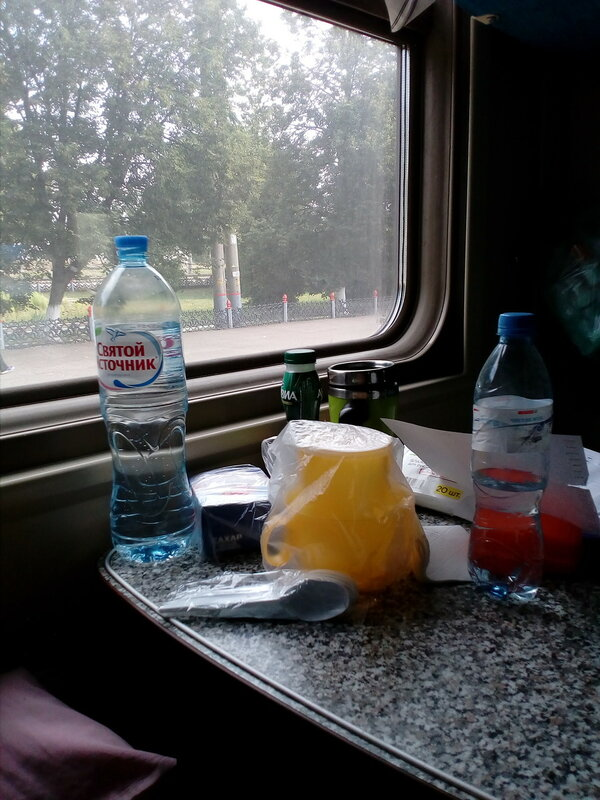 столик поезд