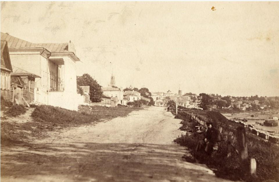 Набережная. Слева жилой дом Баркова. 1900-е