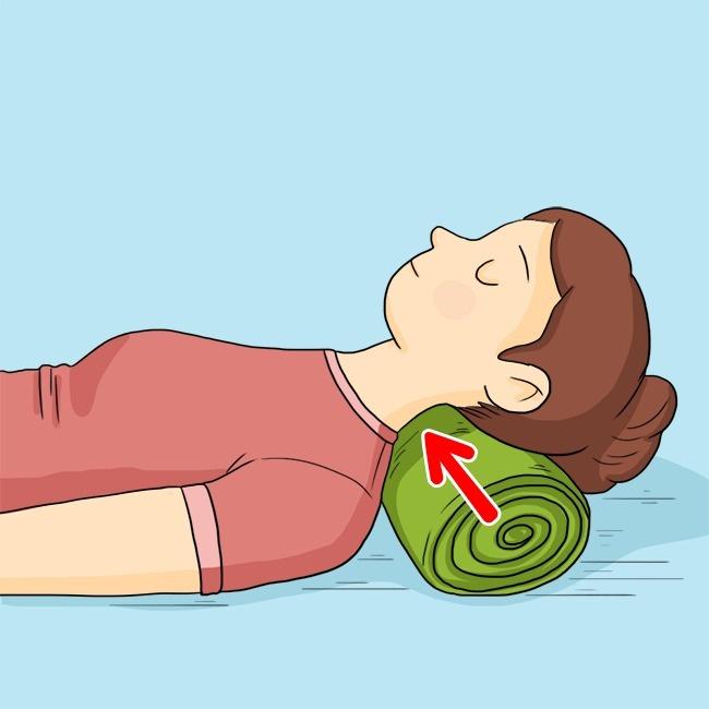 Голова вовремя сна также должна находиться вудобном положении. Лучше всего спать наортопедических