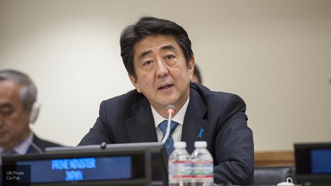 Премьер Японии ипрезидент Франции обсудили сотрудничество сРоссией