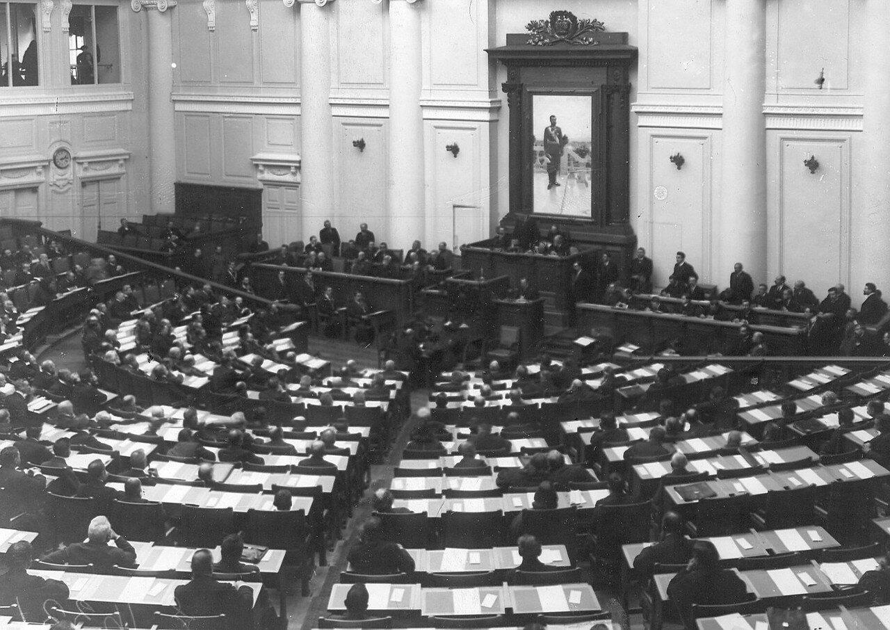 Депутаты Третьей Государственной думы на заседании в зале Таврического дворца