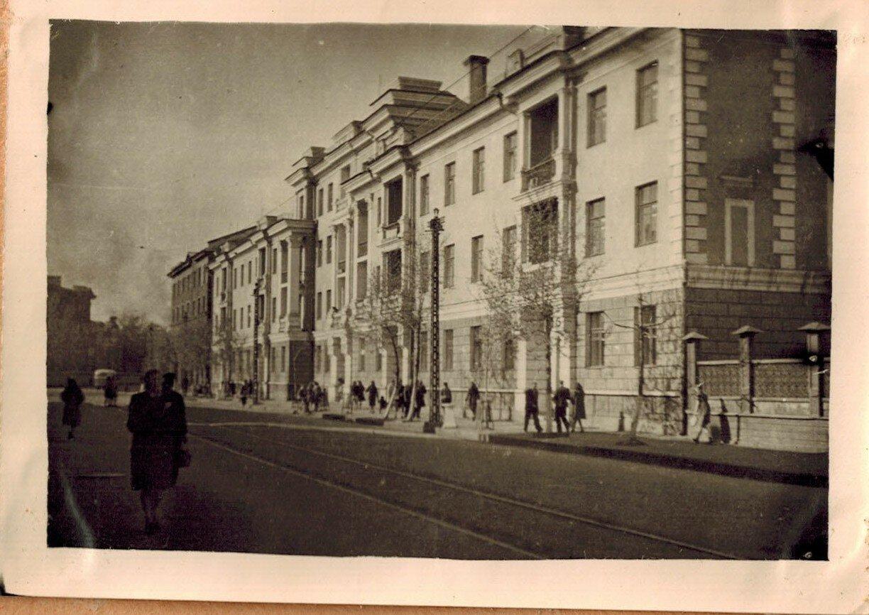 08. Улица Ленина (слева можно увидеть несуществующую ныне ограду)