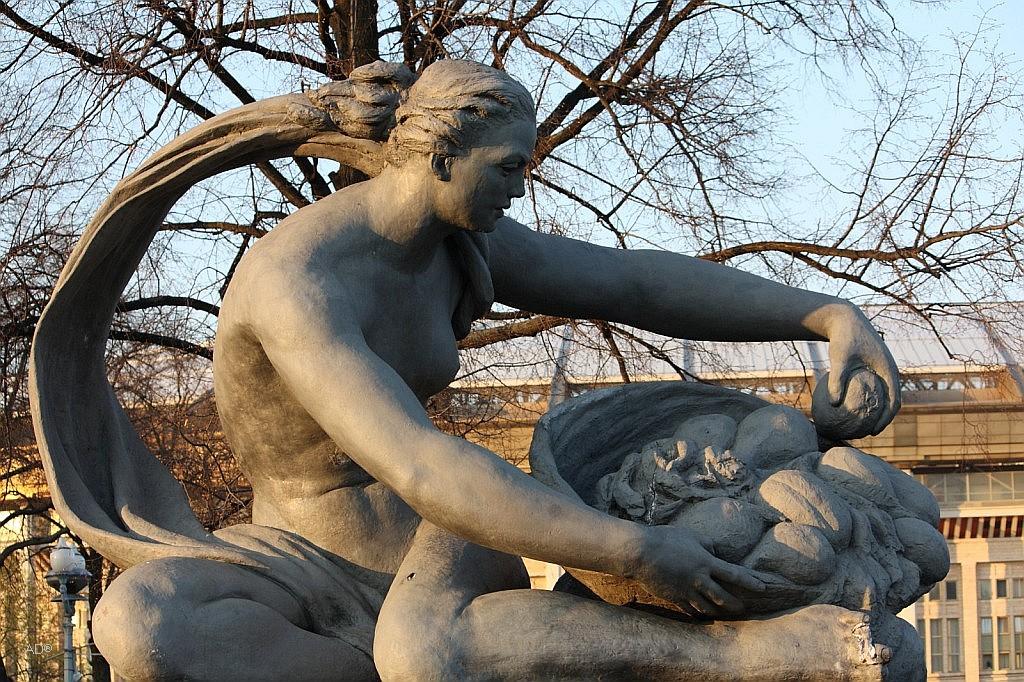 Аллегорическая скульптура «Земля»