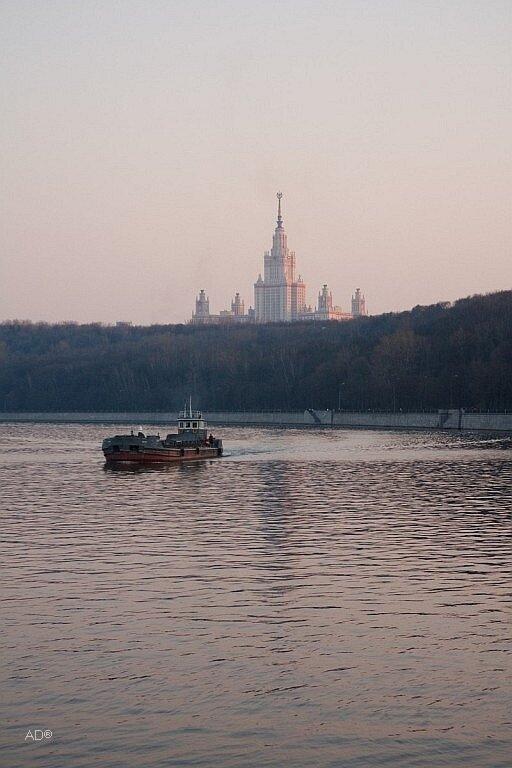 Главное здание Московского государственного университета им. М. В. Ломоносова