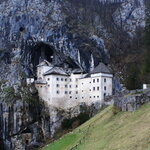 Замок и пещера