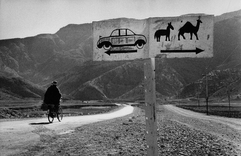 Развилка дорог в Афганистане, 1955 г. (Фото Marc Riboud).Jpg