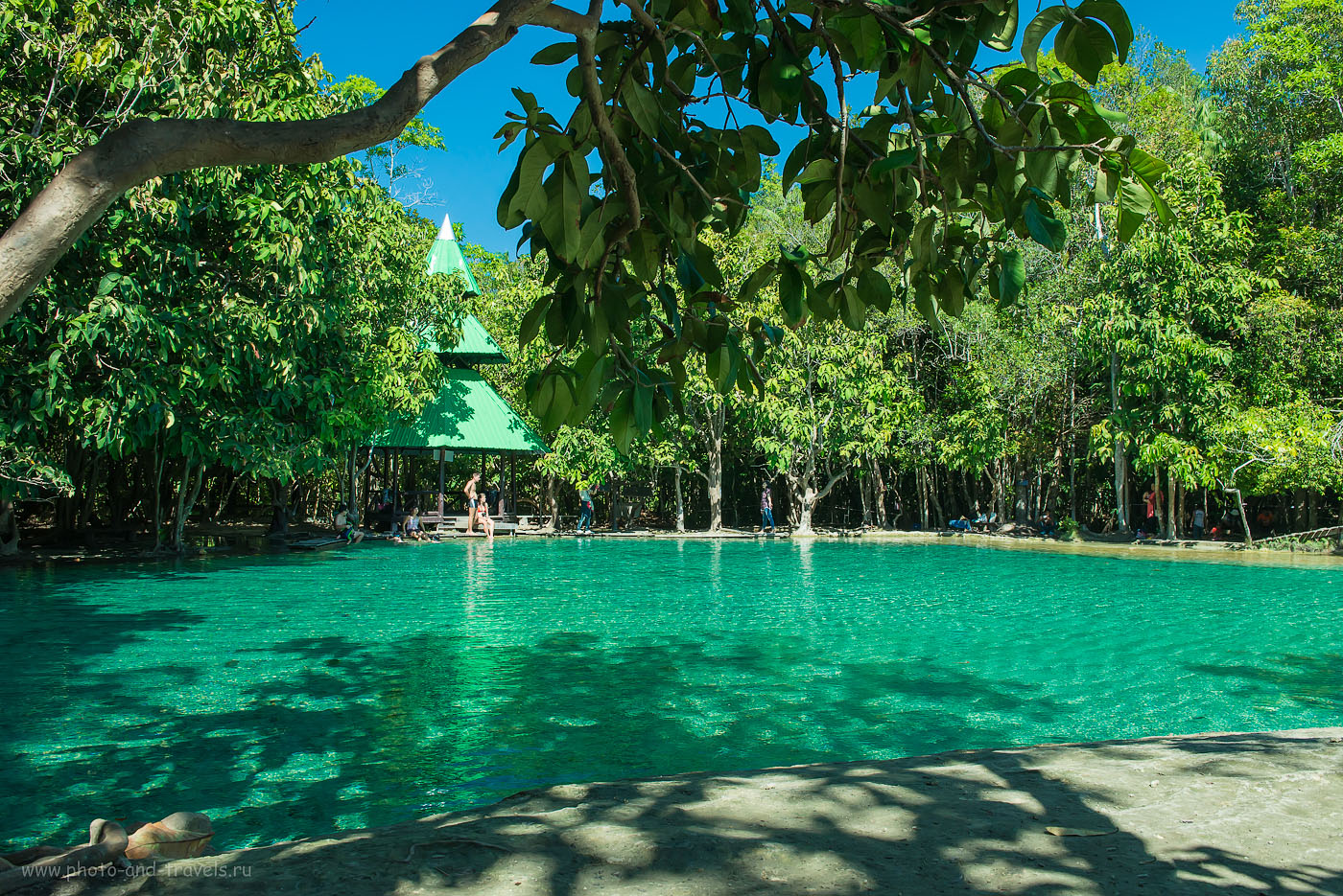 Фотография 16. Изумрудный бассейн (Emerald Pool) в провинции Краби (500, 28, 9.0, 1/250, на объективе Nikkor 24-70/2.8 у меня почти всегда был накручен поляризационный фильтр Hoya HD Circular-PL). Рассказы об отдыхе в Таиланде самостоятельно