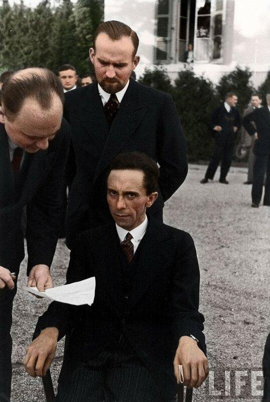 Йозеф Геббельс сурово смотрит на фотографа Альфреда Эйзенштадта, узнав, что тот еврей, 1933 год © photojacker