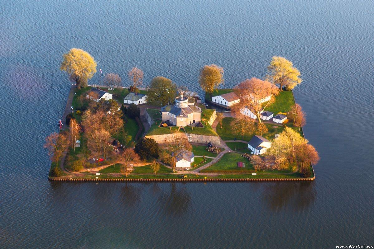 Остров Вильгельмштейн (Wilhelmstein Island)
