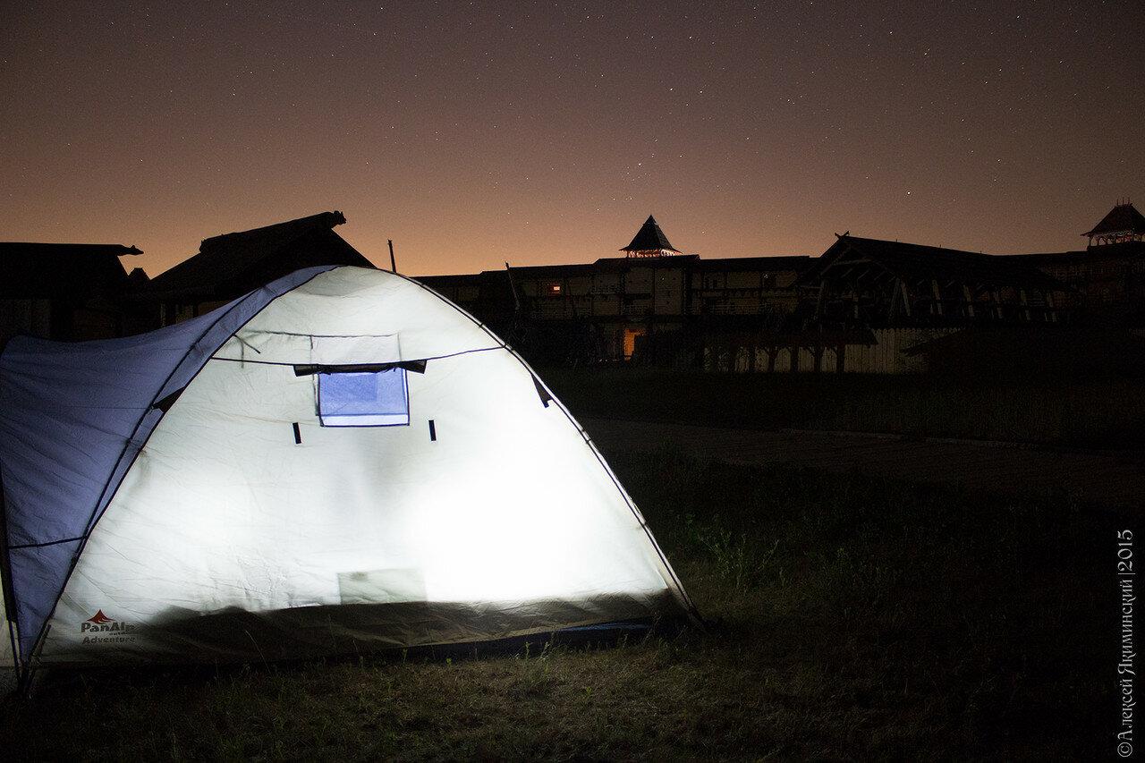 Палатка, подсвеченная изнутри