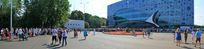 Огромная очередь на вход в Москвариум на ВДНХ